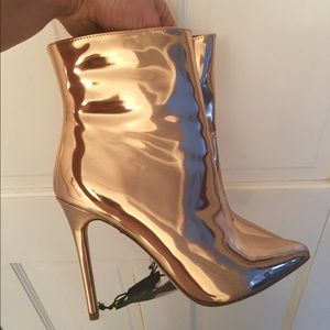 ❤️Mirrored ankle boots
